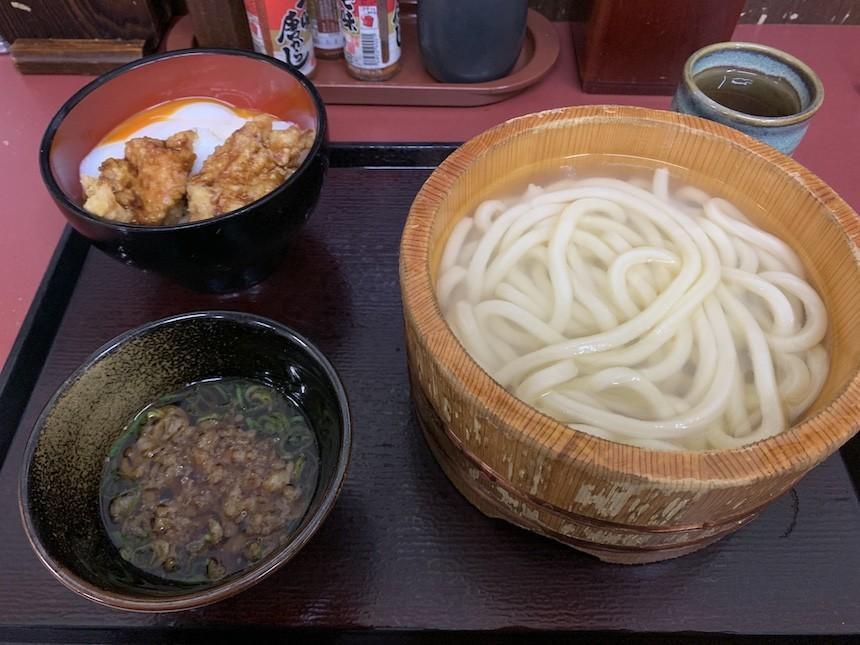 長久手近郊のセルフ式讃岐うどんの店、四代目横井製麺所日進竹の山店